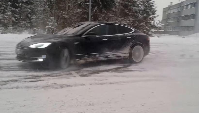 Tesla Models S Donuts