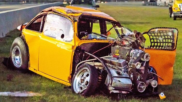 Volkswagen Kever over de kop