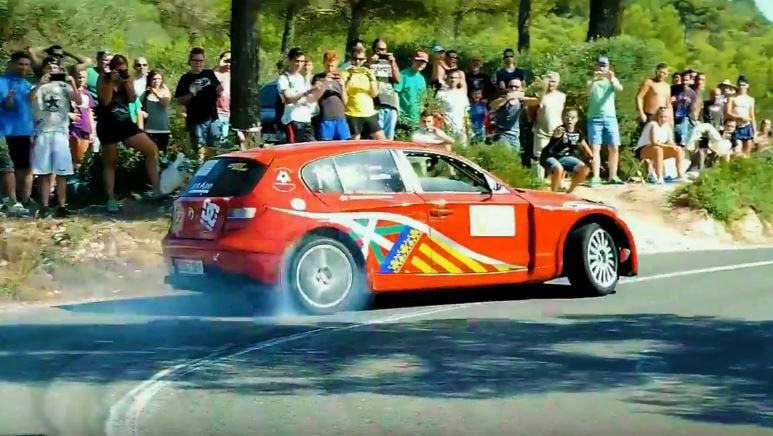 BMW 1-serie gaat dwars over hillclimb