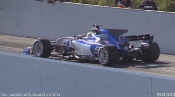 De 2017 Formule 1-auto's met V12 en V10 geluiden