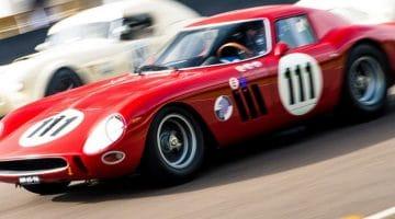 Nicky Pastorelli gooit een Ferrari 250 GTO over Goodwood