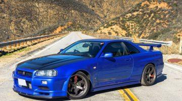 Review van een bijna standaard Nissan R34 Skyline GT-R