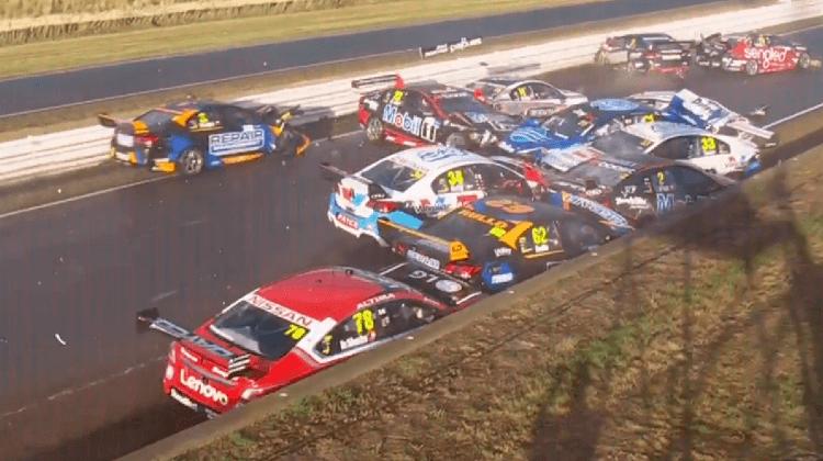V8 Supercars crash Symmonds Plains