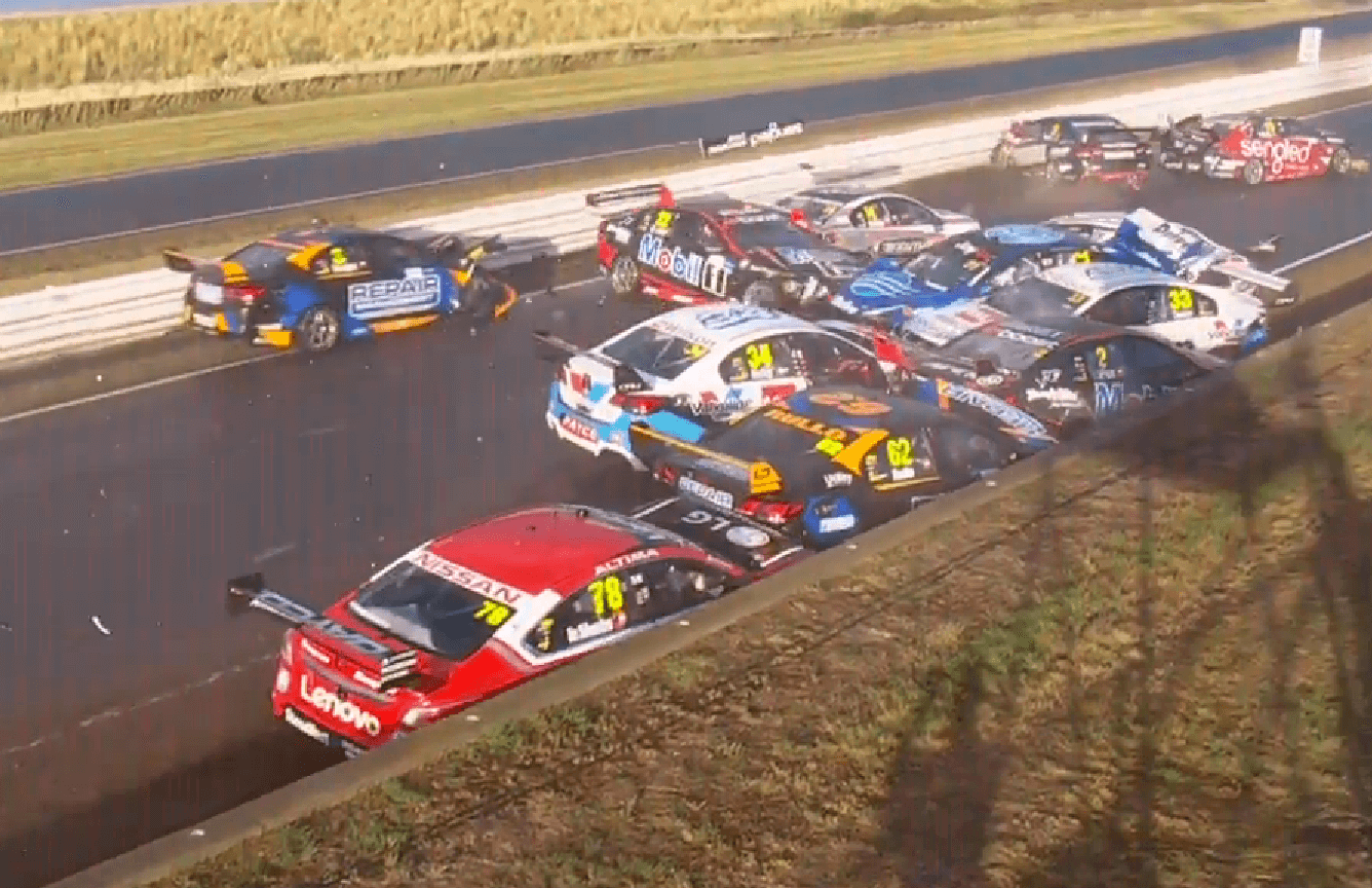 V8 Supercars crash Symmonds Plains
