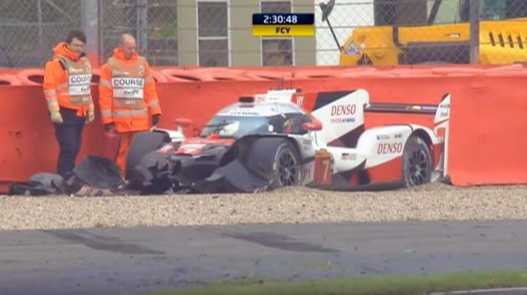 Toyota-TS050-kruipt-terug-naar-de-pits-na-heftige-crash