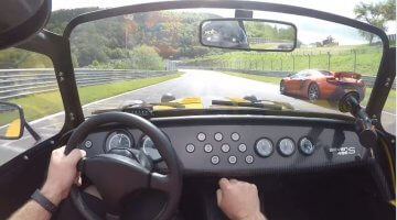 Caterham 485S vs McLaren 650S op de Nordschleife
