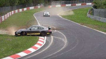 GT3-bestuurder houdt z'n Porsche maar net uit de vangrail
