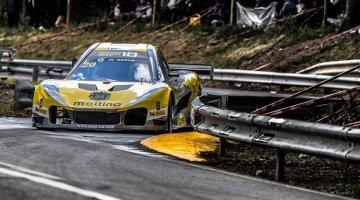 Pedro Salvador in zijn Silver-Car EF10
