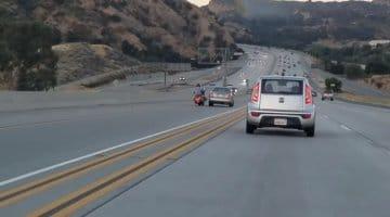 Verkeersruzie tussen motor en automobilist