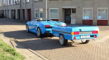 Lamborghini Gallardo Spyder trekt bijpassende aanhanger