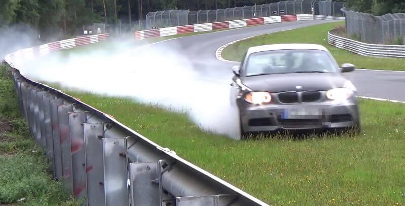 BMW 135i gaat op hoge snelheid eraf bij Schwedenkreuz