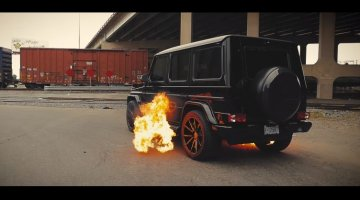 Mercedes-AMG G63 spuwt vlammen