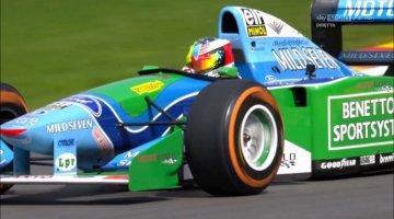 Mick Schumacher eert vader met Benetton B194 demo
