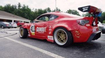 Ryan Tuerck doet dagelijkse dingen in zijn Toyota GT4586