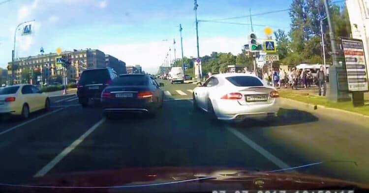 Straatracende-Jaguar-XKR