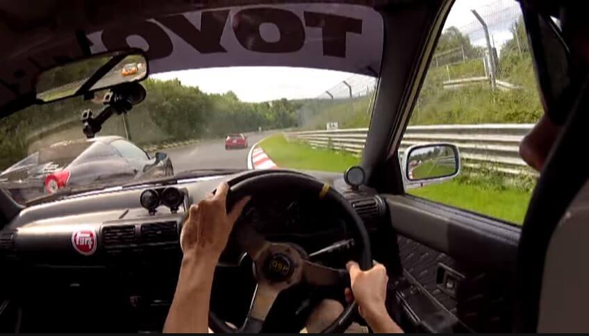 Ferrari-bestuurder vergeet even hoe breed zijn 458 Spider is