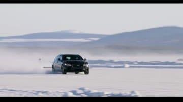 Jaguar XF Sportbrake sleep een skier