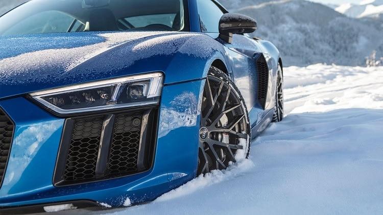 Audi R8 V10 Plus in de sneeuw