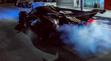 Apollo Intensa Emozione trekt strepen in Hong Kong