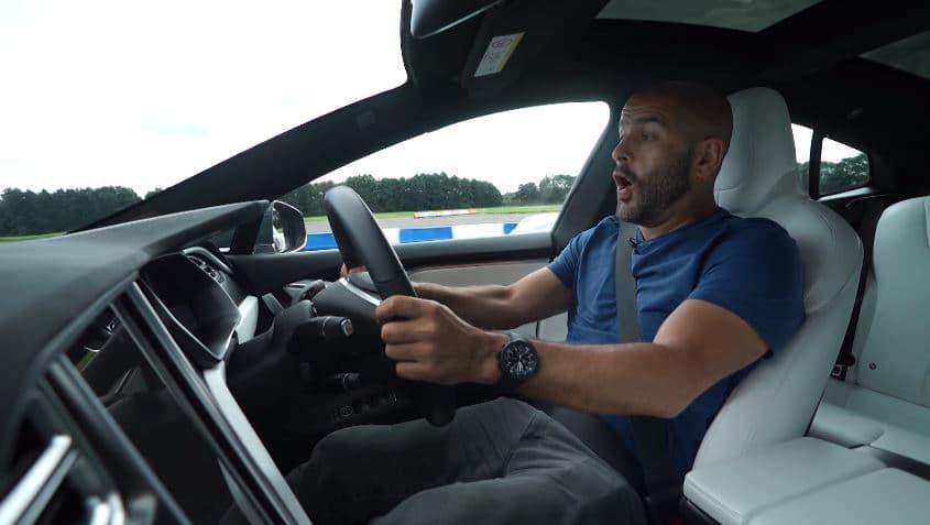 Chris Harris test voor het eerst een Model S P100D