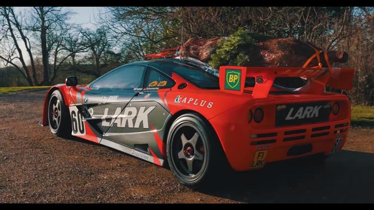 Kerstboom-op-McLaren-F1-GTR