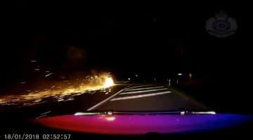 brandende aanhanger achter auto