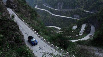 Range-Rover-Sport-SVR-Tianmen-Road