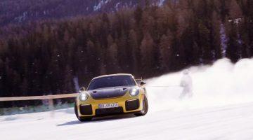 Skiën-achter-een-driftende-Porsche-911-GT2-RS2