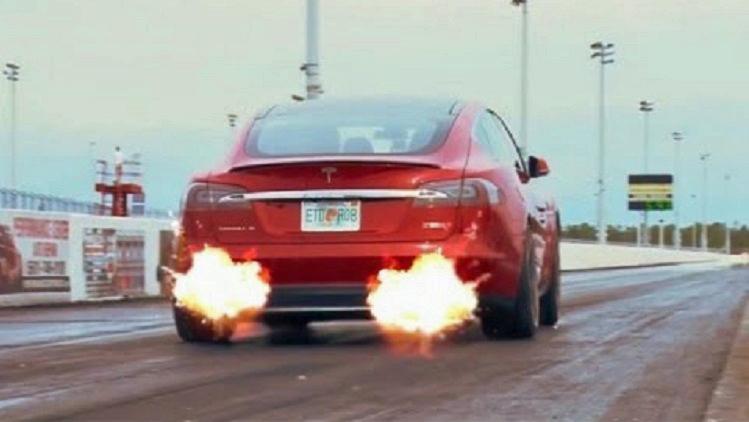 Tesla-Model-S-met-motorgeluid