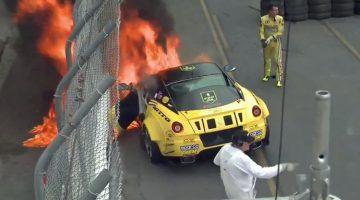 Ferrari-599-GTB-vat-vlam-tijdens-Formula-Drift
