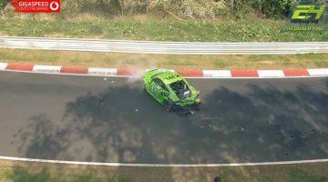 Audi-TT-over-de-kop-tijdens-24H-Nürburgring-kwalificatie
