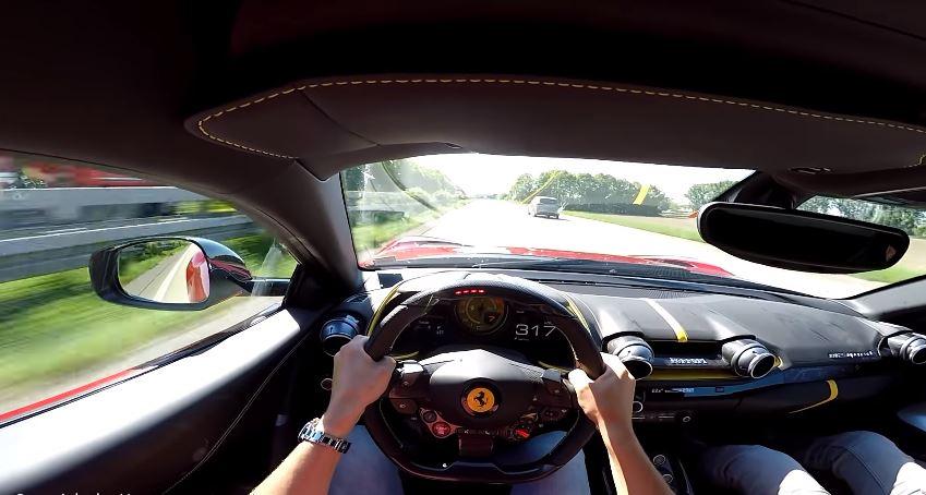 Ferrari 812 Superfast naar 319 kmh op de Autobahn
