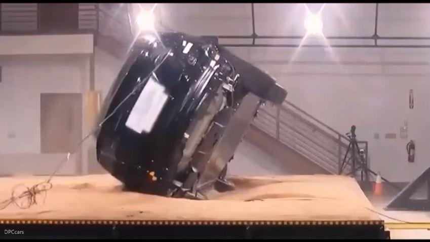 Tesla Model X wil maar niet omrollen
