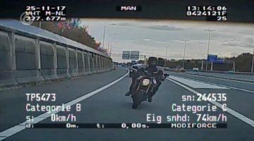 motorrijder-vlucht-met-200-van-politie