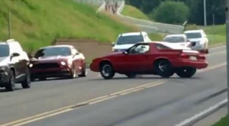 Dodge-Daytona-botst-tegen-Ford-Mustang