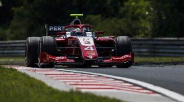 Nyck de Vries wint op imposante wijze in Hongarije