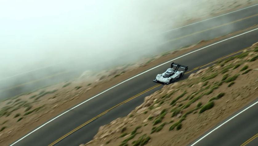 Volkswagen's recordbrekende Pikes Peak Hillclimb vanuit de lucht