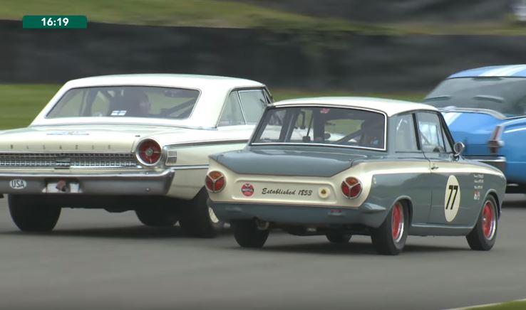 Heerlijk gevecht tussen Ford Galaxie en Lotus Cortina