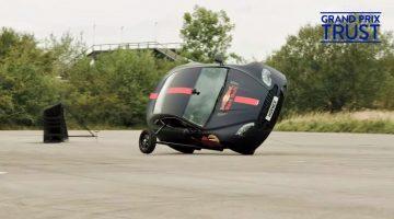 Kan-Christian-Horner-een-Aston-Martin-Vantage-op-twee-wielen-besturen.