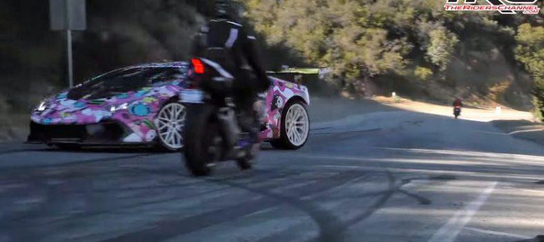 YouTuber ziet motorrijder over het hoofd