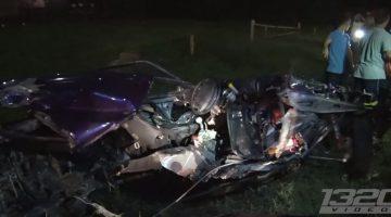 Ford Mustang breekt doormidden na crash