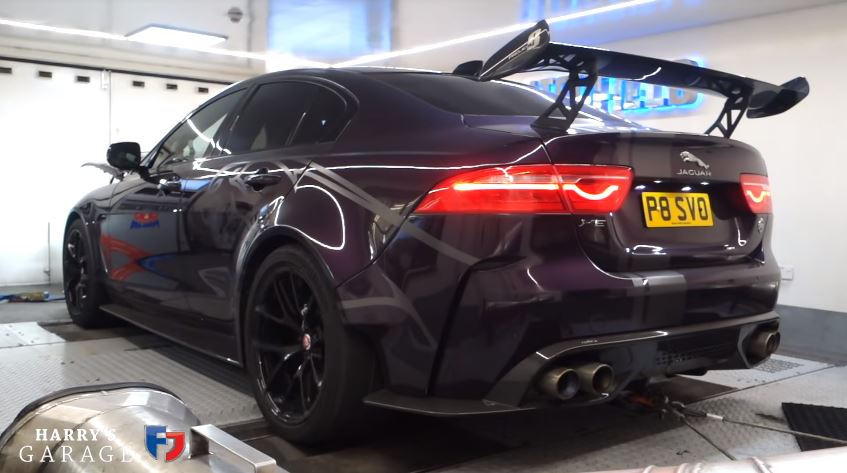 Jaguar XE Project 8 Rollenbank