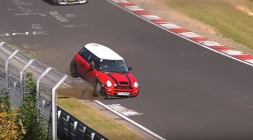 Mini Cooper S crasht in YouTube Corner