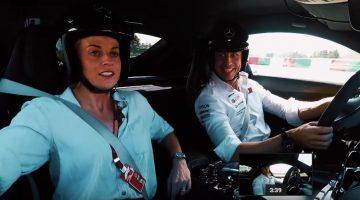 Susie en Toto Wolff in een Mercedes-AMG GT R op Suzuka