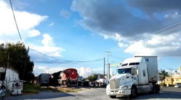Vrachtwagenchauffeur ziet en hoort trein niet aankomen