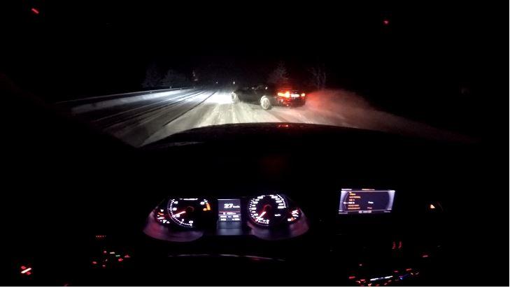 BMW M4 en Audi RS4 driften in de sneeuw