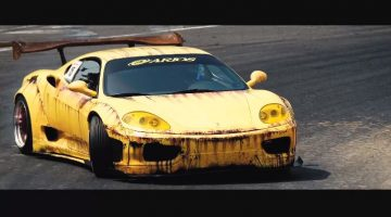 Japanner drift met een Liberty Walk Ferrari 360