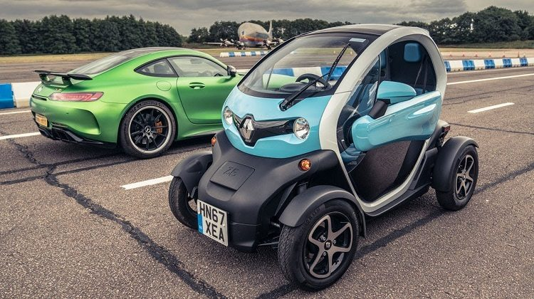 Mercedes-AMG GT R (in Reverse) vs Renault Twizy