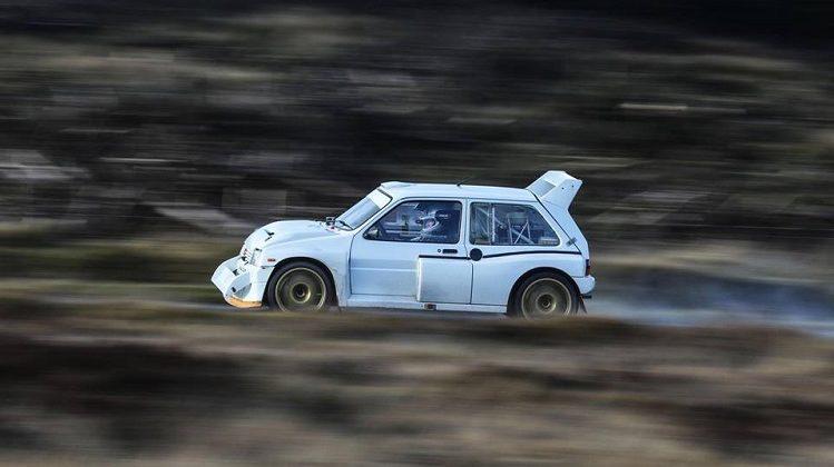WRC-coureur Craig Breen in een Metro 6R4 Group B