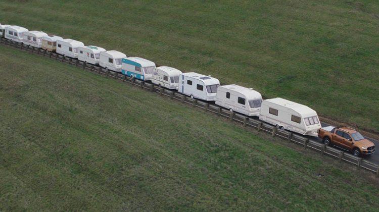 Ford Ranger trekt 15 caravans
